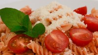 Battery Protein Pasta with tomatoes and basil